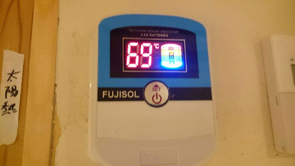 室内で温度が一目でわかるパネルを設置します