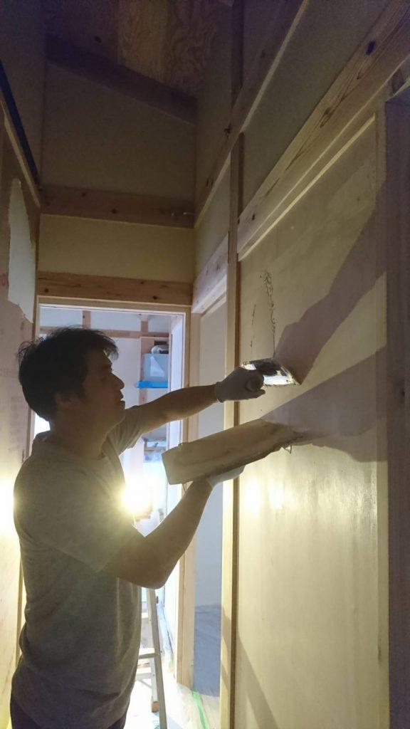 サンゴ入り漆喰壁の施工3